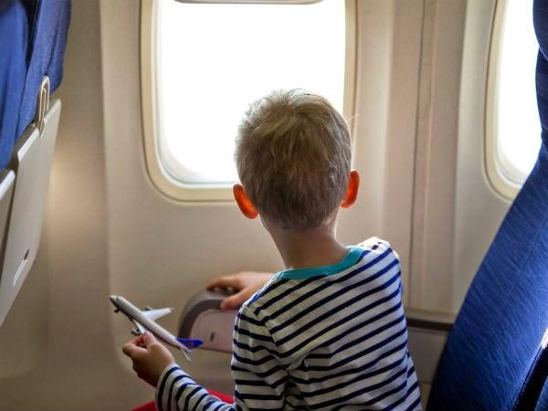Niños que viajan solos en avión: recomendaciones