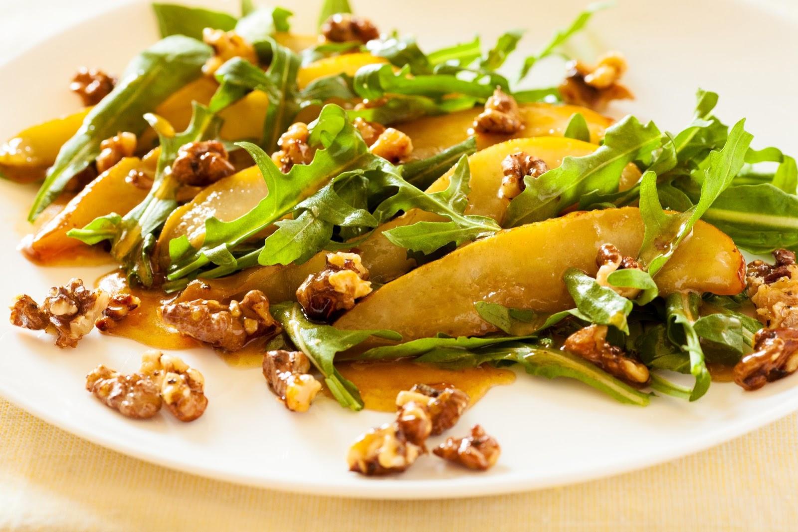 салат с грушей и рукколой и сыром