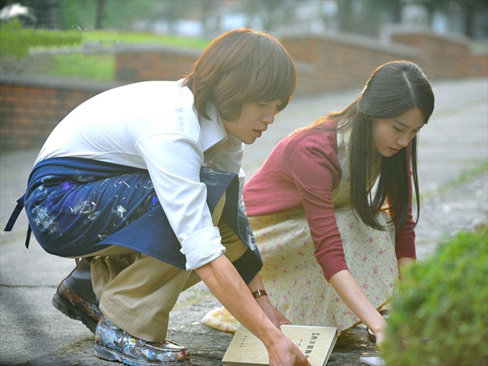 Young Couple Rain Desktop Wallpaper