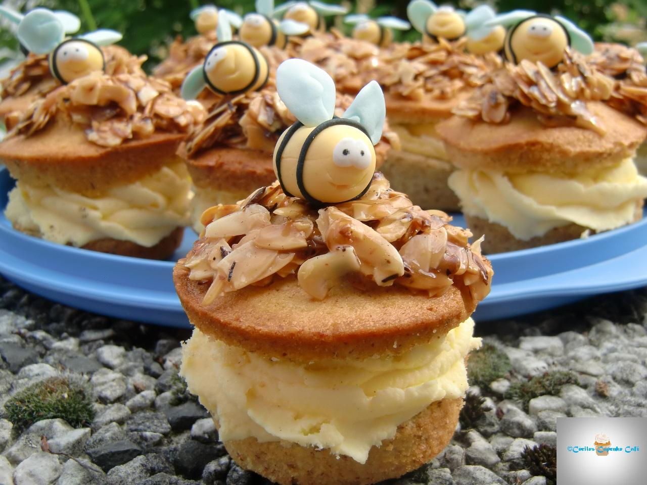 c ciles cupcake caf bienenstich cupcakes mit puddingcreme. Black Bedroom Furniture Sets. Home Design Ideas
