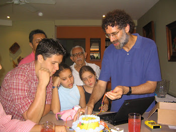 2005: Un abuelo se asoma al futuro / a grandfather looks into the future