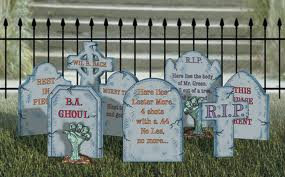 bonnie parker bonnie and clyde as the flowers are all made sweeter by the sunshine and the dew so this old world is made brighter by the lives of folks - Funny Halloween Tombstones