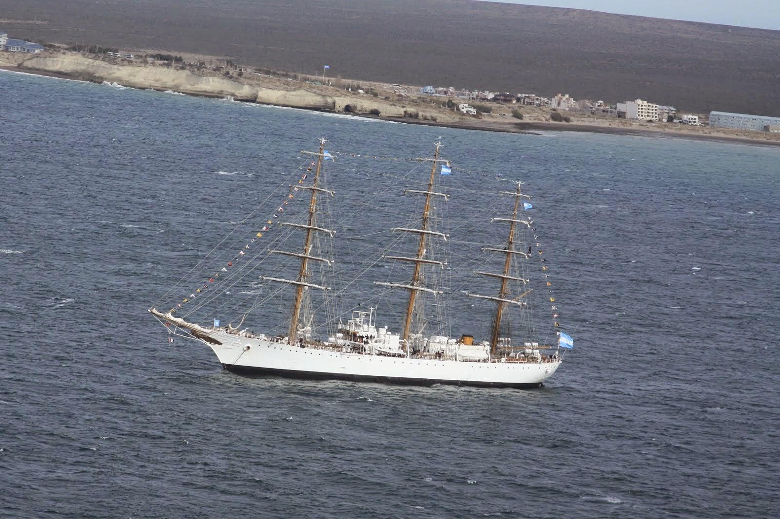 "La fragata ARA ""Libertad"" en Puerto Madryn"