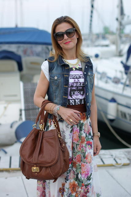 Bershka gilet jeans, floral maxi skirt, BVLGARI ring, boho look, Fashion and Cookies
