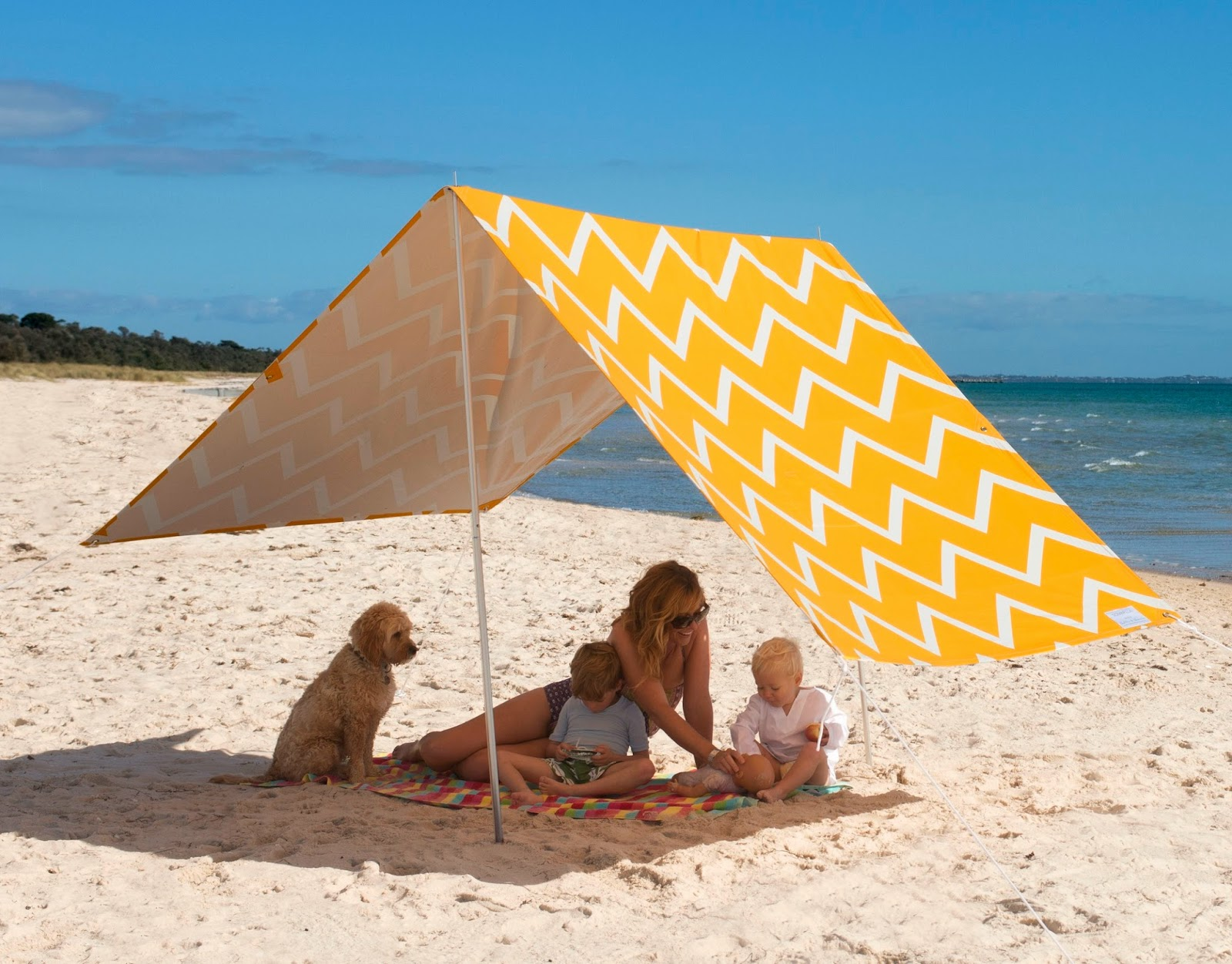 The style index chevron chic at the beach - Sombrilla playa ...