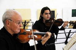 A la extrema izquierda Evelio Tieles Ferrer, acompañado de Oriel Trujillo Vilató (mi hijo).