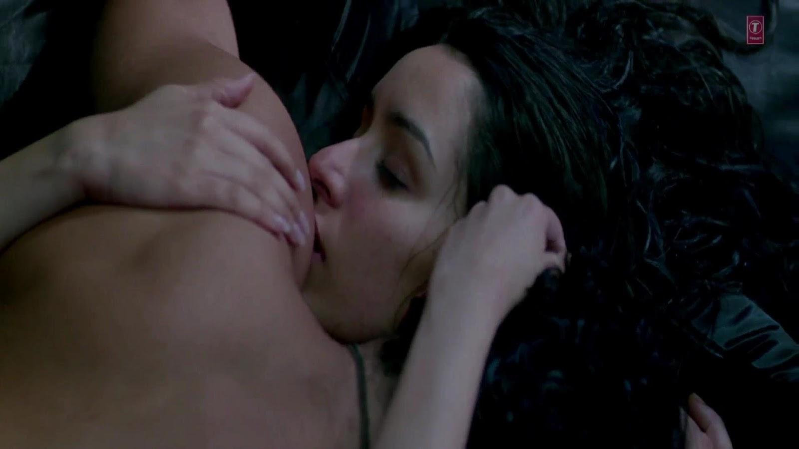 Shraddha Kapoor Hot Kiss And Se Scene From Aashiqui Movie
