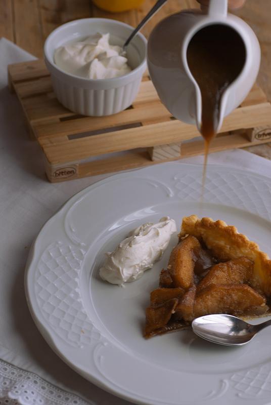 tarta de manzana con salsa toffee