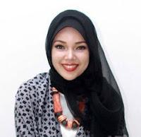Gaya Hijab Ala Dewi Sandra