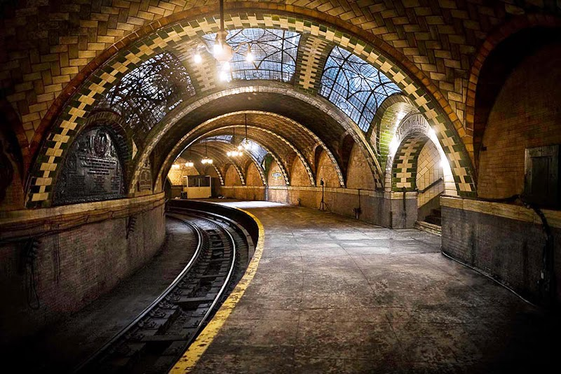 17. The City Hall Subway Stop, New York, USA - 31 Haunting Images Of Abandoned Places That Will Give You Goose Bumps