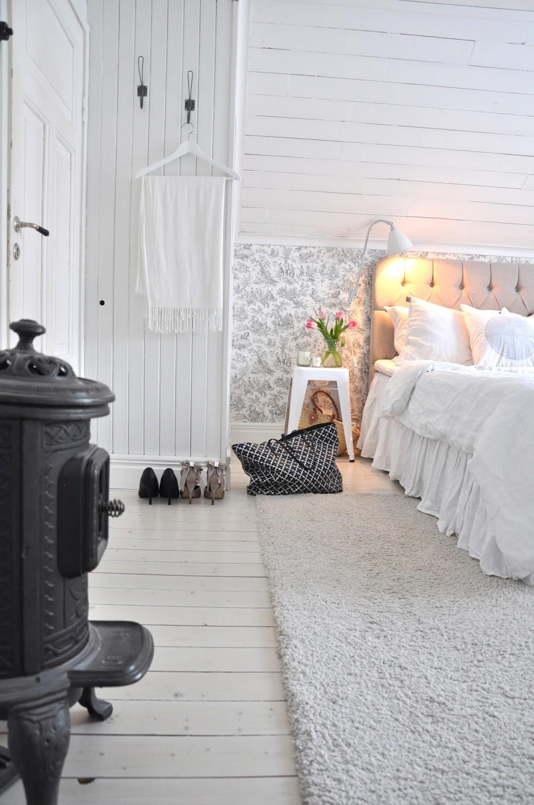 MARIAS VITA BO: Nygammal matta i sovrummet