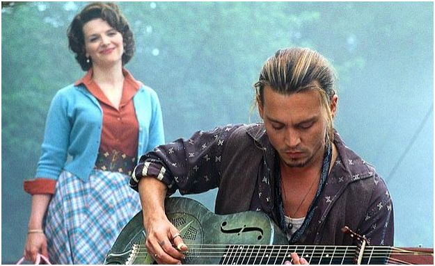 juliette_binoche_johnny_depp_guitarra_chocolat