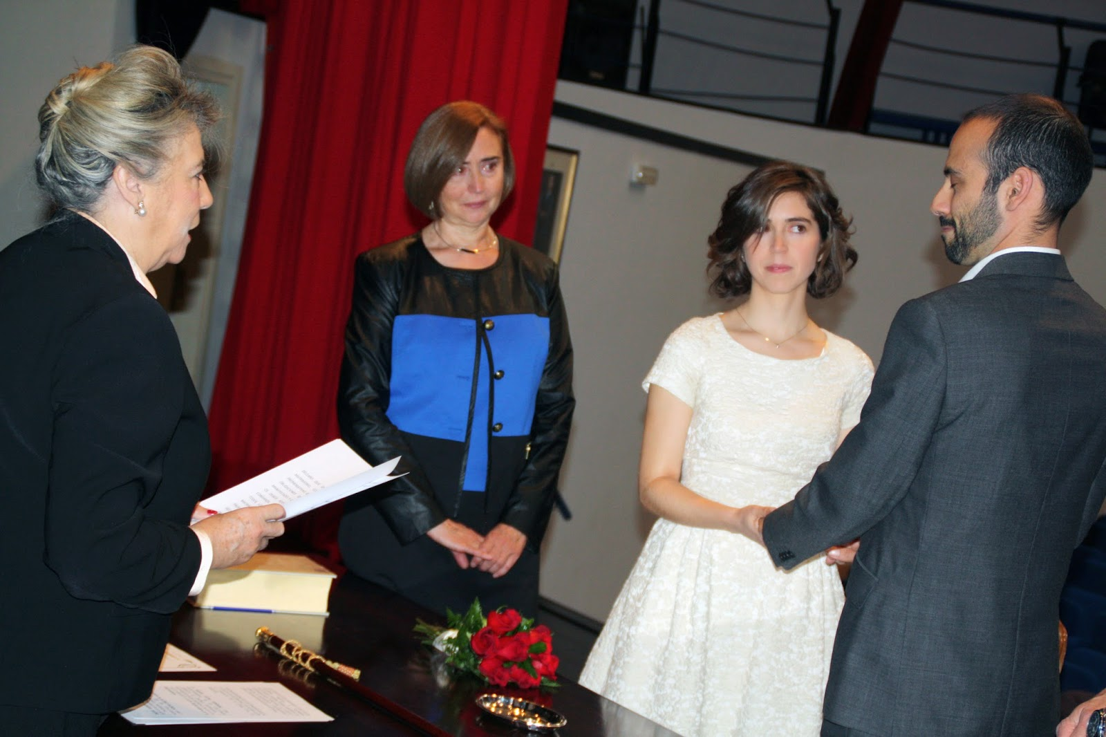 Begoña Larrainzar oficiando el enlace de Alberto y Rocío.