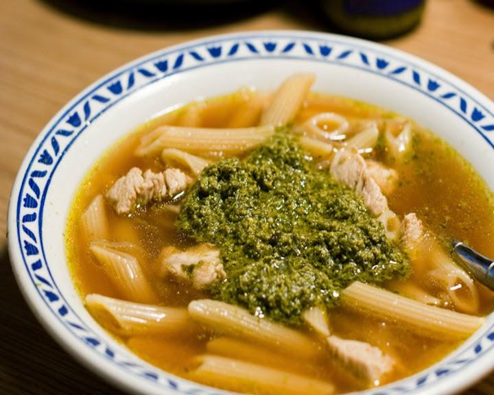 sup-s-makaronami-i-sousom-pesto