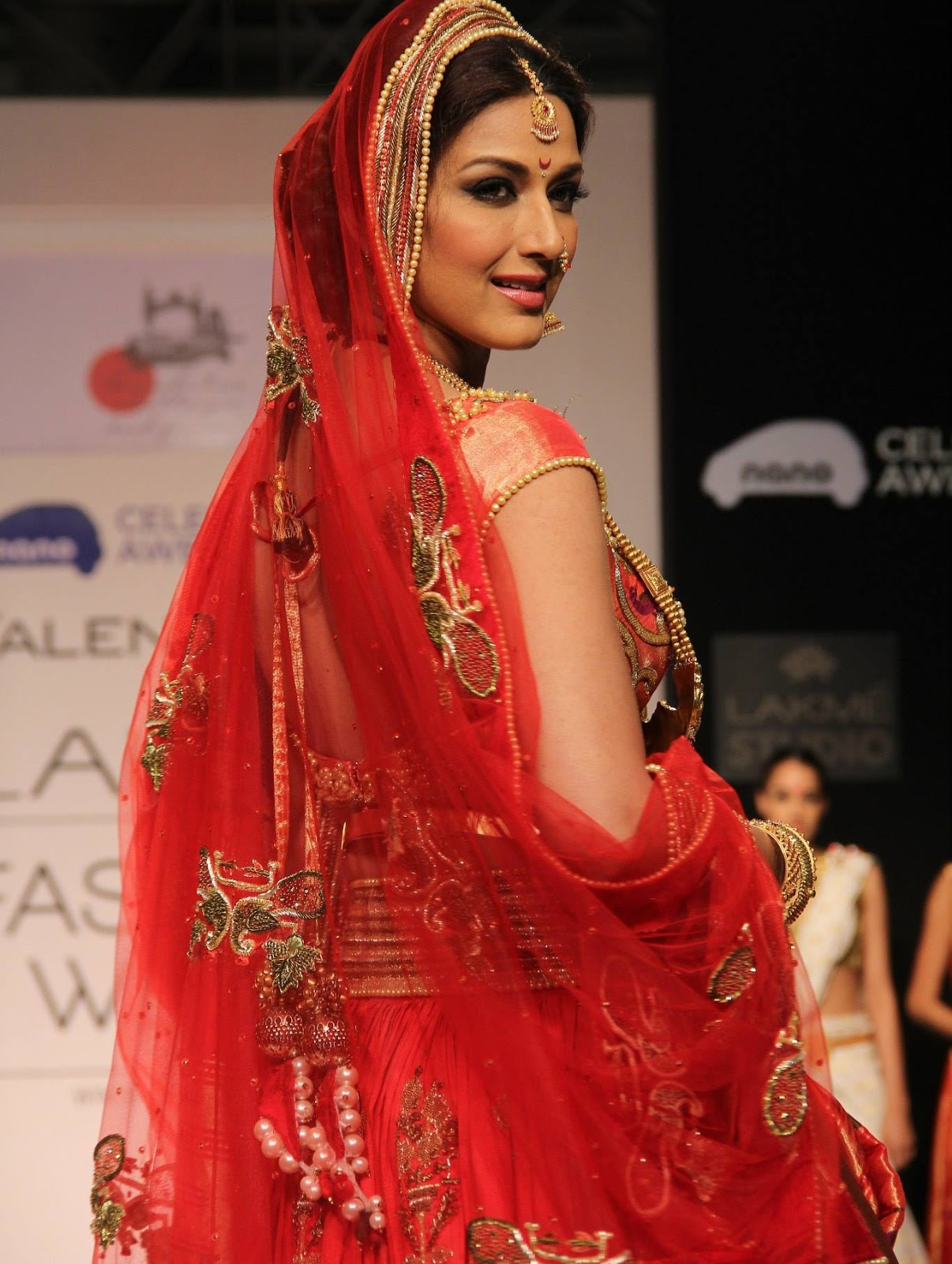 Bollywood Hot actress Sonali Bendre Hot Images