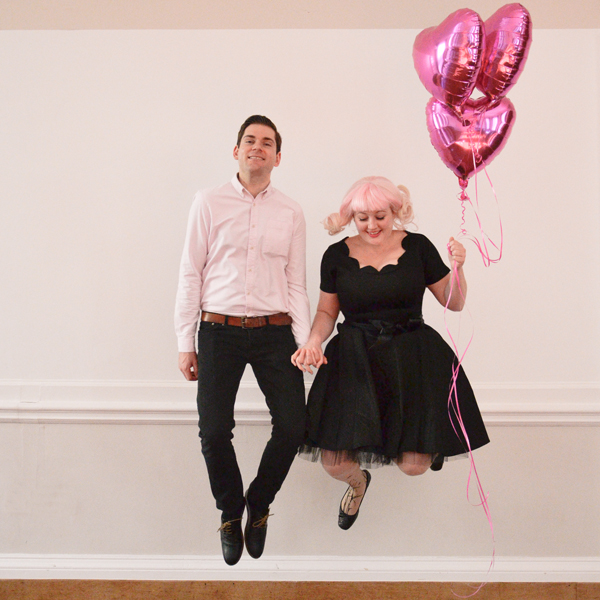 couple jumping with balloons, pink and black theme: Ellomennopee