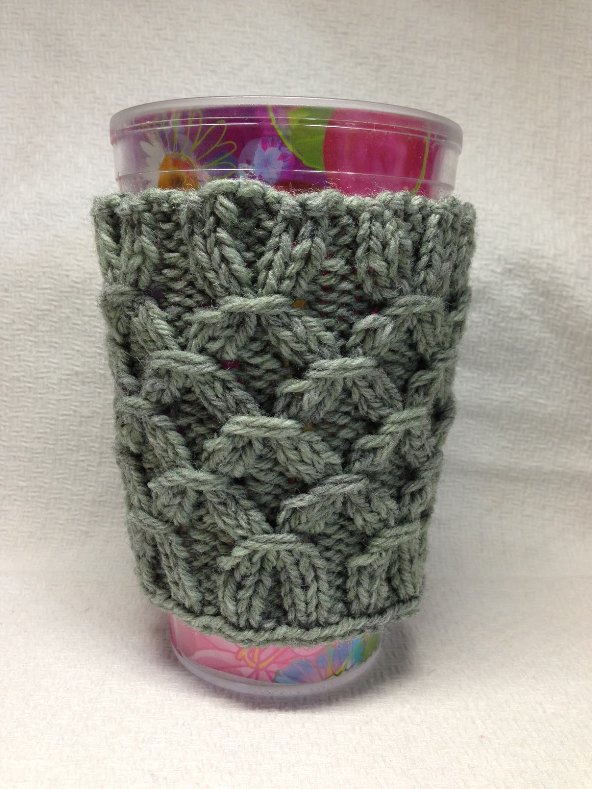 Knitting Pattern For Mug Holder : iKNITS: How to knit a Smocked Mug