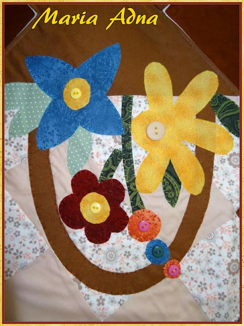 Caminho de mesa em patchwork e apliquê, Patchwork, Appllique, Patchwork e applilque, Applique-patchwork, Patchwork and applique table runner, patchwork talbe runner, applique table runner
