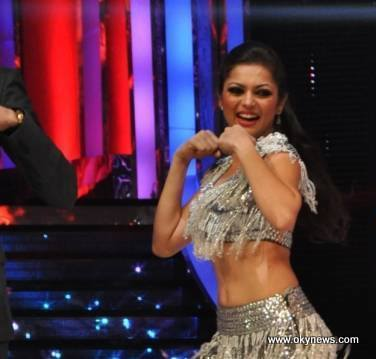 Drashti+Dhami+Hot+Navel+Photos+%282%29 Serial Actress Drashti Dhami Latest Hot Navel Show Pics