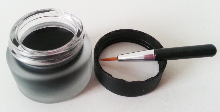 Sleek Inkpot Eyeliner Dominatrix