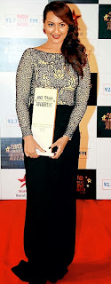 Sonakshi Sinha in cream and black dress in award function 2013