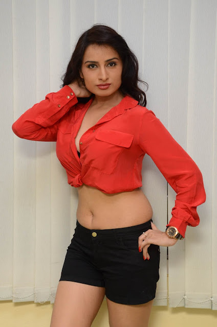 Actress Ananya thakur Navel Show Photos