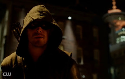 Oliver hooded vigilante darkness green costume Arrow Vs Flash