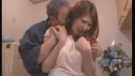 น้ำตาตกใน!! สามีกลับบ้านมาเจอภรรยากำลังมีอะไรกับพ่อตัวเองถึงกับเข่าทรุด!!