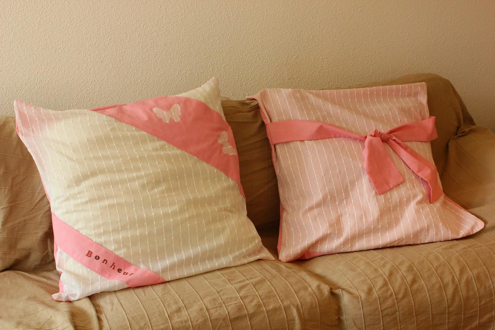 cr ations th acroquer des rideaux transform s en taies d 39 oreiller. Black Bedroom Furniture Sets. Home Design Ideas