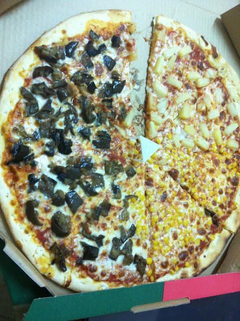 פיצה דקה, מעט יבשה, טעימה מספיק בשביל להזמין שוב כשהמצב קשה, מחיר סביר והנאה מובטחת לאנשים רעבים.