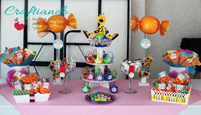 mesa de dulces y botanas colorida: arcoiris para babyshower