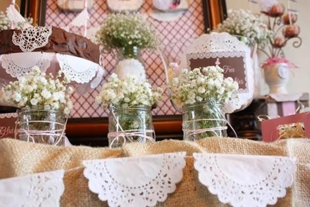 Doillies ou papel rendado para decorar a sua festa for Decoracion mesa comunion nina