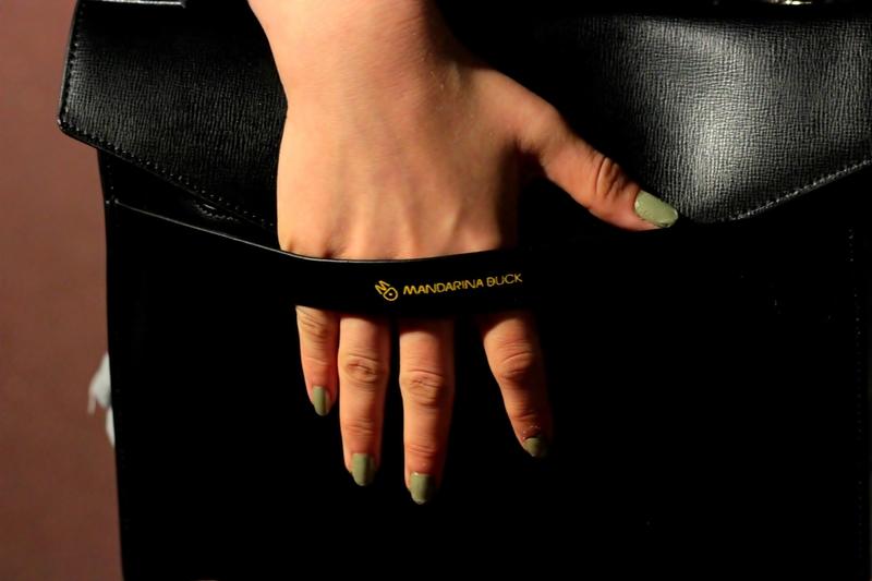 mandarina duck fashion bag girl nails green black