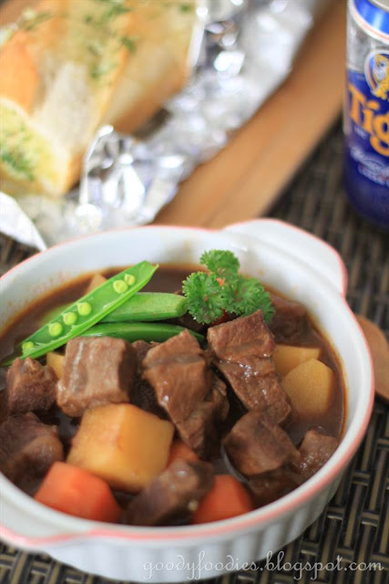 GoodyFoodies: Recipe: Beef Stew with Beer and Paprika (Ree Drummond)