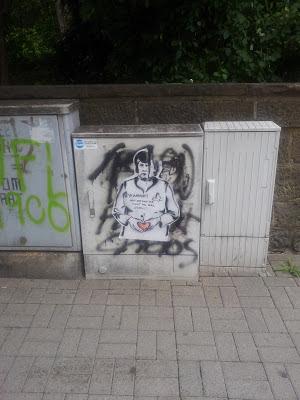 Streetart, Urbanart, Angela Merkel, Herz zeigen