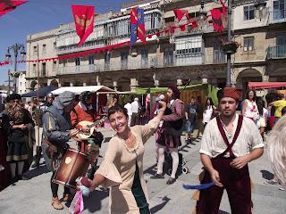 Una de las escenas del mercado del renacimiento en la plaza Mayor
