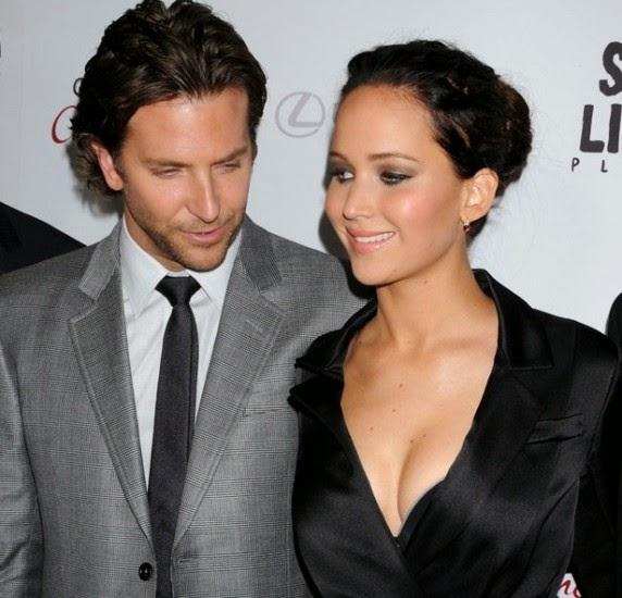 Bradley Cooper mencoba melakukan pendekatan secara halus pada Jennifer Lawrence, namun pada akhirnya mata kamera berhasil mengabadikan tatapan nakal mata Bradley Cooper pada payudara Jennifer Lawrence.