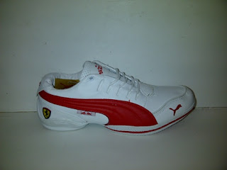 sepatu puma ferrari putih lis merah