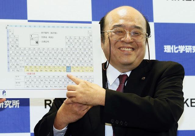 Nhà vật lý Kosuke Morita từ viện nghiên cứu RIKEN của Nhật Bản trong một buổi họp báo ở Wako, Saitama, gần Tokyo vào ngày 31/12/2015 vừa qua. Hình : Kyodo News via AP.