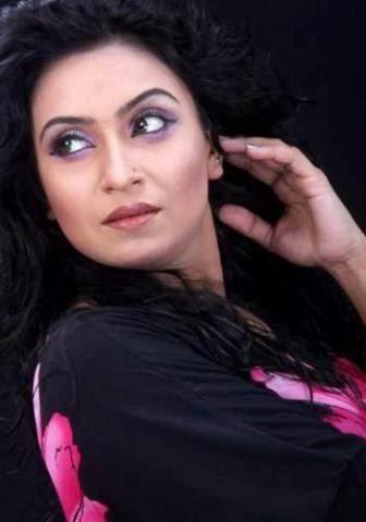 Bangladesh+Actress+Farzana+Chobi002