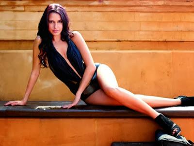 Neha-Dhupia-Maxim-2010-Photo-sexy-monokini