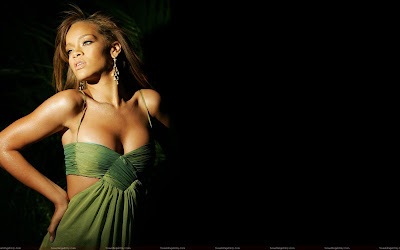 rihanna_topless_wallpaper_sweetangelonly.com