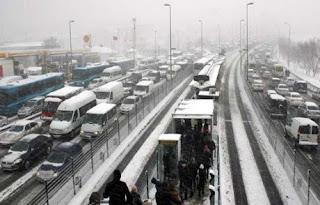 İstanbul Kar Altında Trafik Felç ...