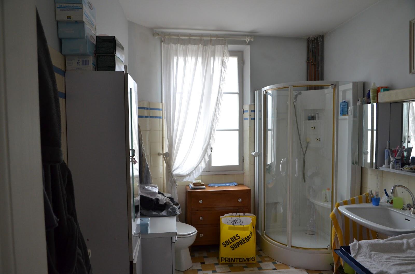 Salle de bain mansardee artisan pour travaux saint for Quel artisan pour salle de bain