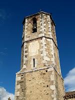 El campanar amb la base rectangular i el cos més alt octogonal, tot ell coronat amb mitja esfera de rajola
