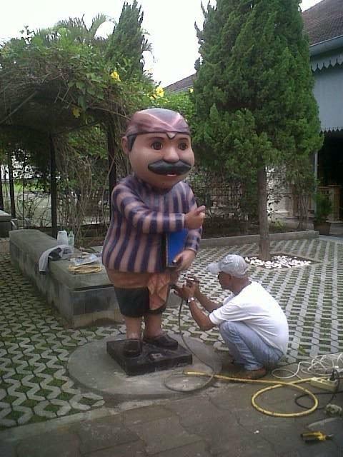 patung maskot museum