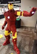 Homem de Ferro feito de Lego. at 20:00