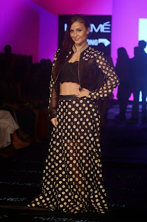 Actress Elli Avram Pictures at Lakme Fashion Week 2015 7.jpg