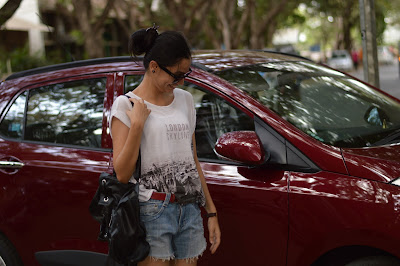 mumbai fashion blogger, what to wear on a roadtrip, how to wear distressed denim shorts, mango oversized tshirt, how to wear converse, mumbai streetstyle, what to wear on an indian roadtrip, ray bans, backpack, colaba causeway shopping, mumbai street shopping