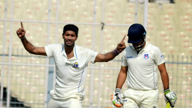 Bengal-player-Ashok-Dinda-Bengal-vs-Karnataka-Ranji-Trophy-2014-15